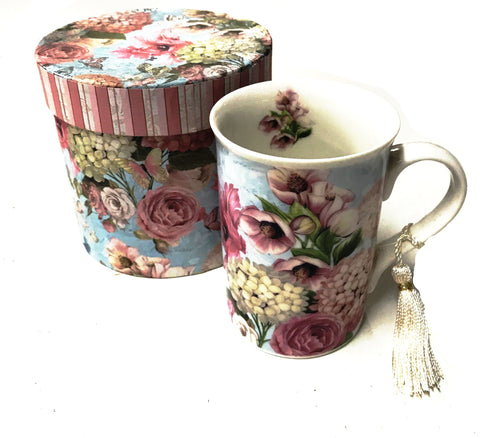 BLUE FLORAL MUG IN GIFT BOX