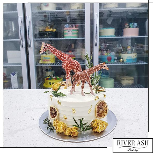 Rustic Animal Giraffe Cake-River Ash Bakery