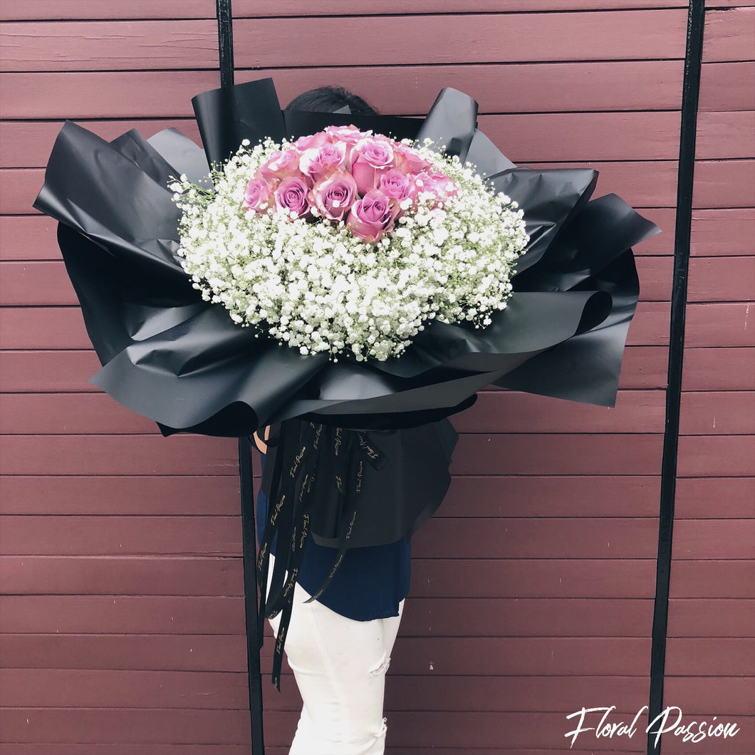 Signature XXL Roses & Baby's Breath Bouquet