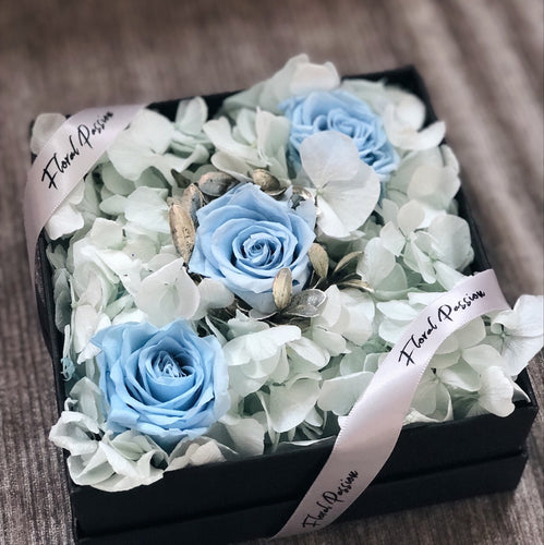 Winter Wonderland - Preserved roses & preserved hydrangeas box