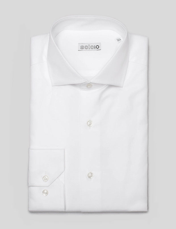 Camisa Semi Slim. Cuello Italiano y Puño Normal.
