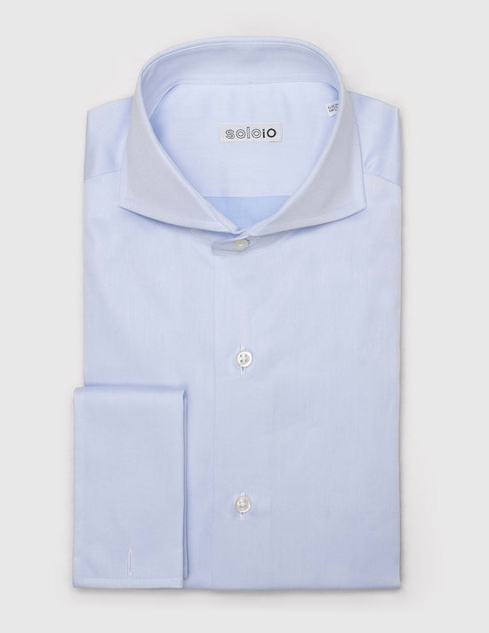Camisa Lisa Semi Slim. Cuello Cutaway y Puño Doble.