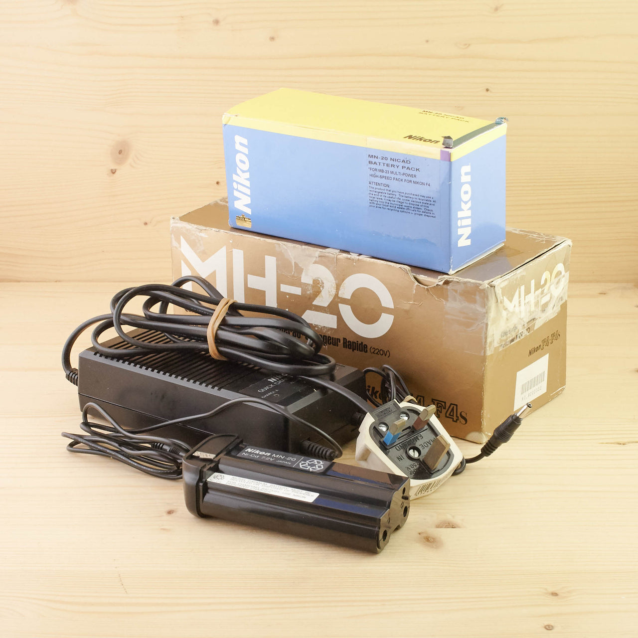 Nikon MN-20 NiCad Battery w/ MH-20 Charger Exc Boxed