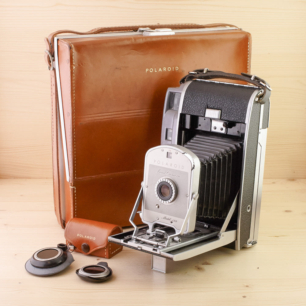 Polaroid Land Camera Model 150 w/ Accs Exc