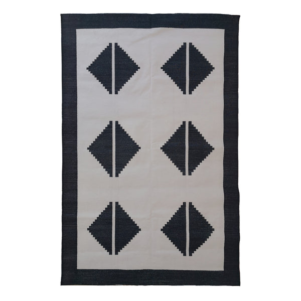 Black and White Modern Contemporary Cotton Rug, 4x6 ft - theattic-dubai.com