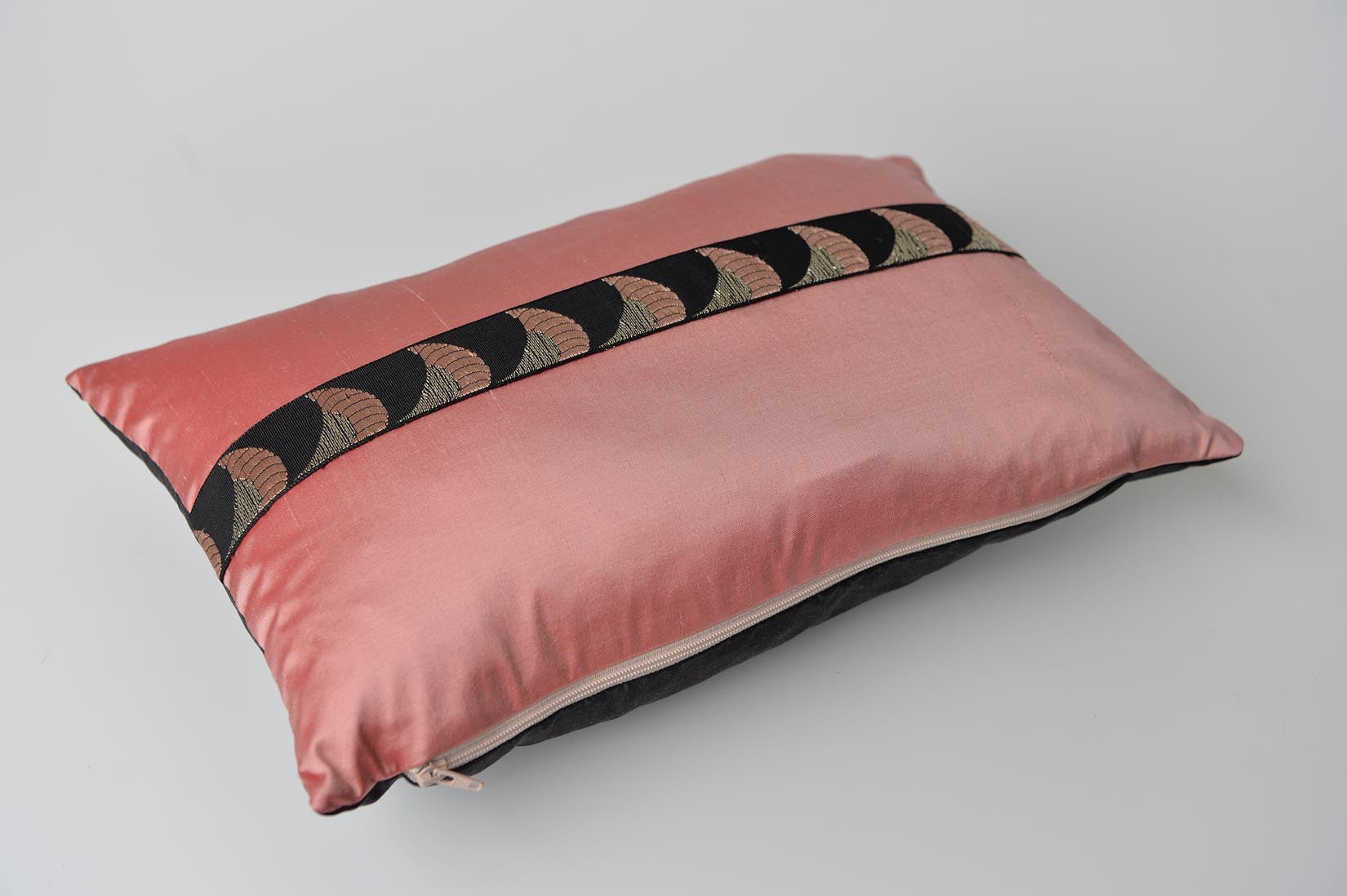 """Lamé"" Blush pink silk cushion - MyBilletDoux.com"