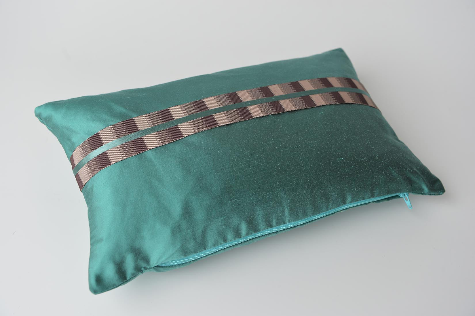 """Ligne"" Elfin blue silk cushion - MyBilletDoux.com"