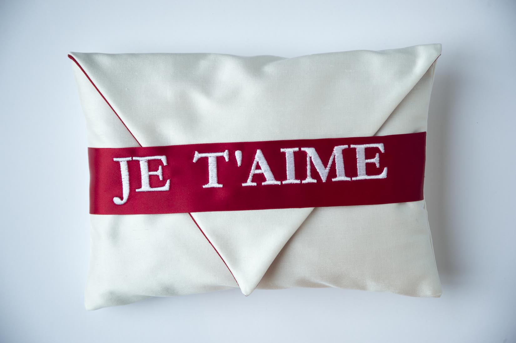 Je T'aime Porcelain silk ring cushion - MyBilletDoux.com