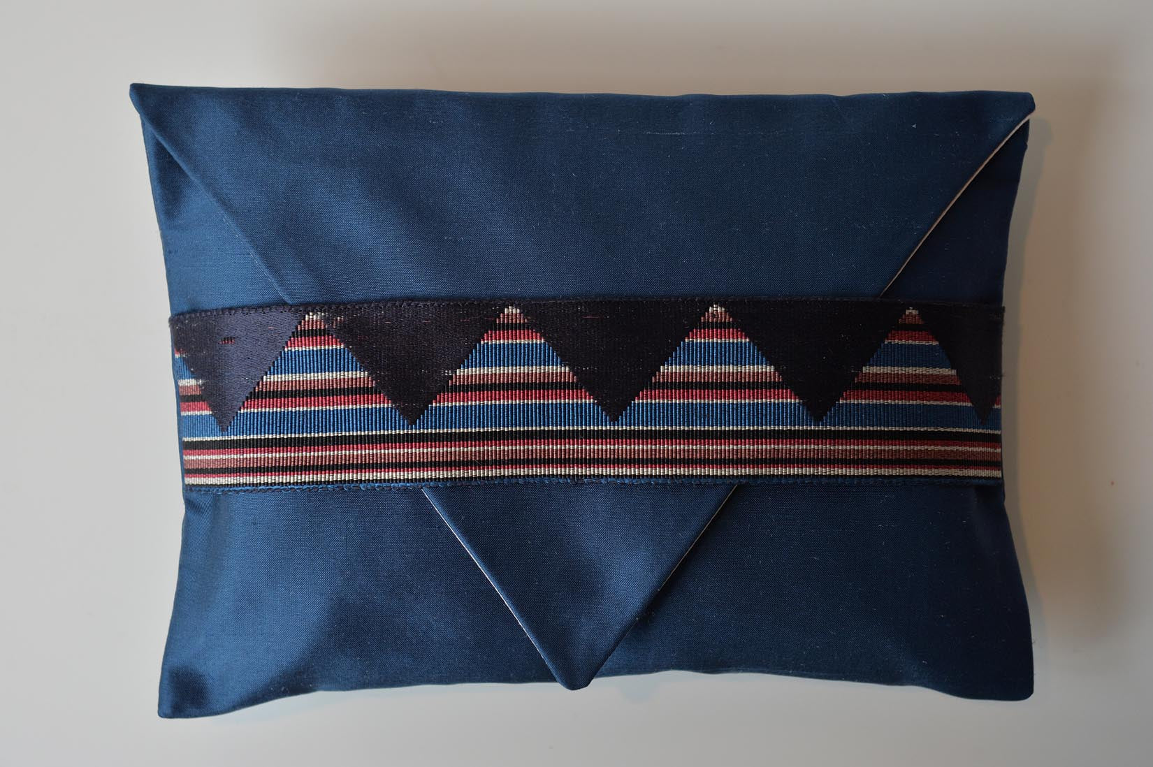 Zig-zag Insigna blue silk ring cushion - MyBilletDoux.com
