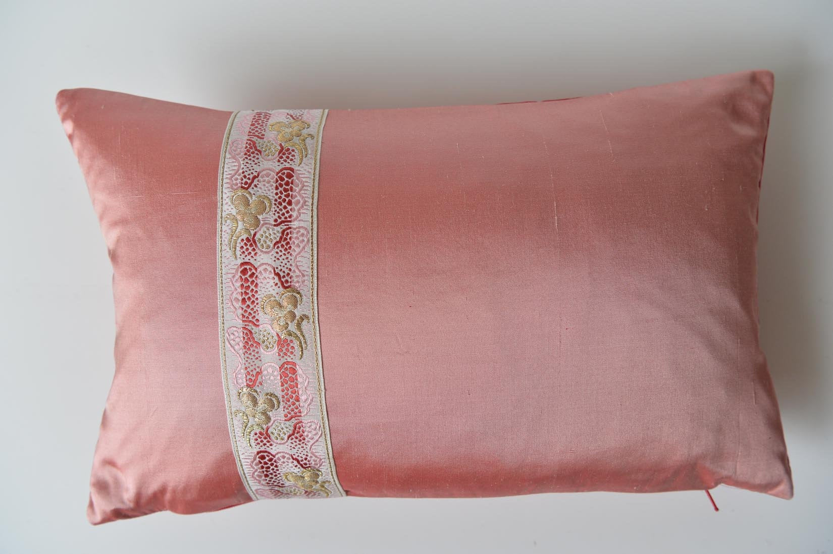 """Pensée"" Blush pink silk cushion - MyBilletDoux.com"