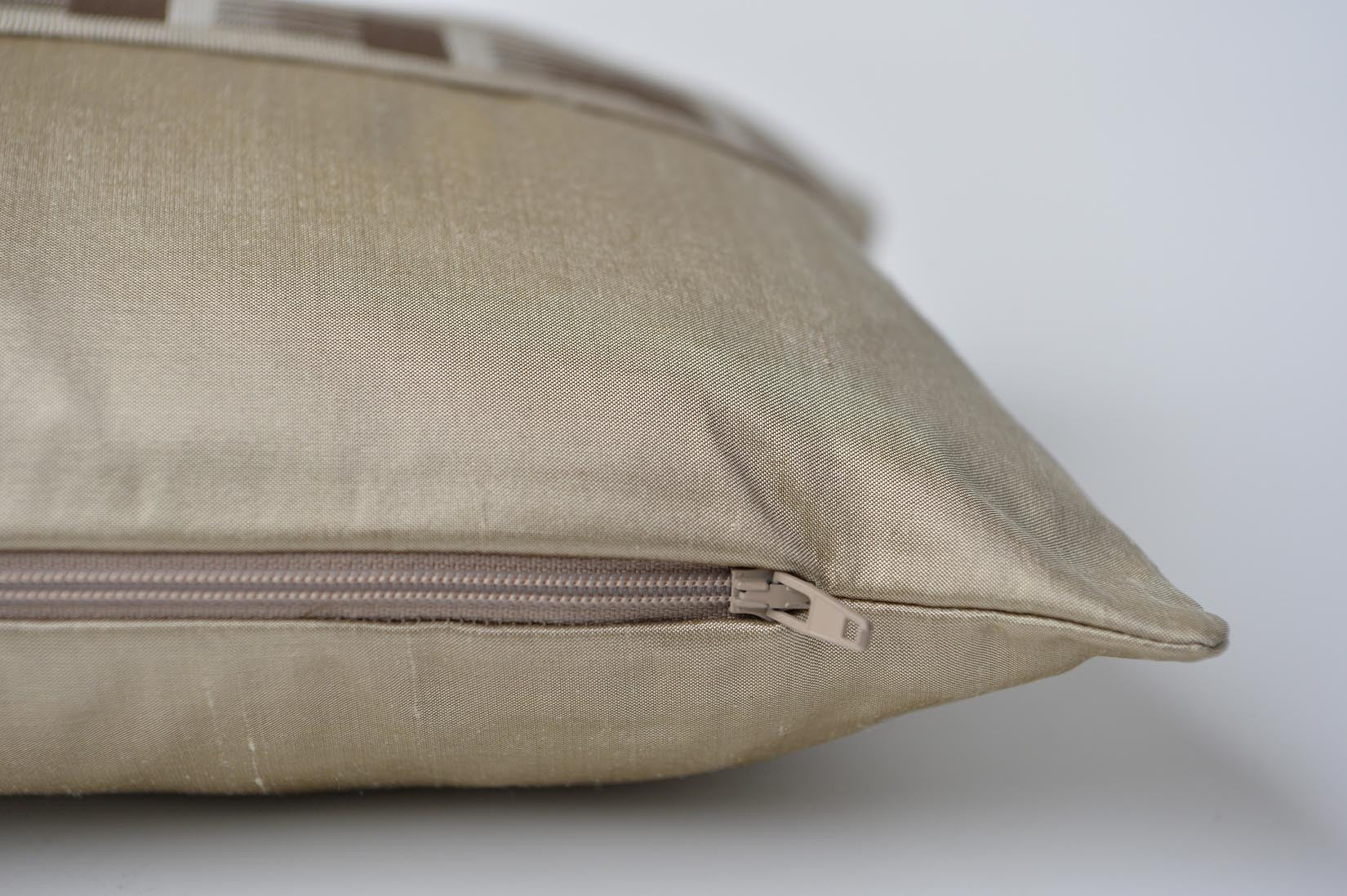 """Peigne"" Pebble gold silk cushion - MyBilletDoux.com"