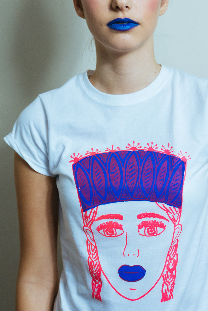 TAUTUMEITA (GIRL WITH CROWN). WHITE. NEON PINK & BLUE