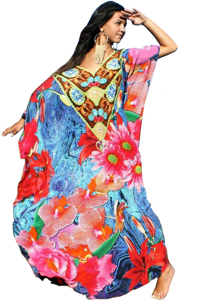 Kaftan in silk wild flowers.Flowers.