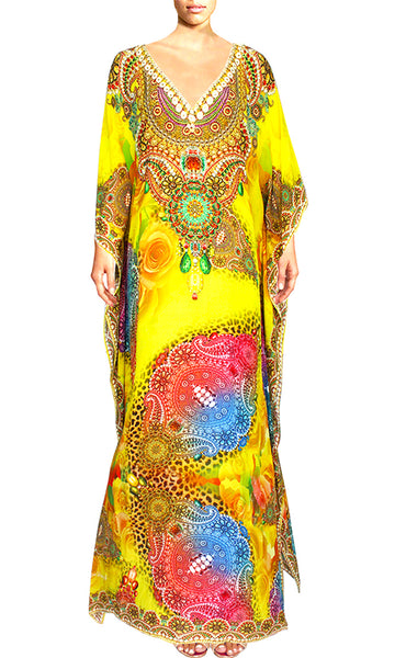 Kaftan round neck bright arabesque flowers. Elegance