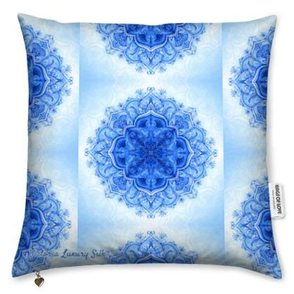Pure silk pillow. Somptueux