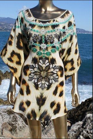 SOLD OUT /VENDU.  Blouse leopard fur necklace. Kenya