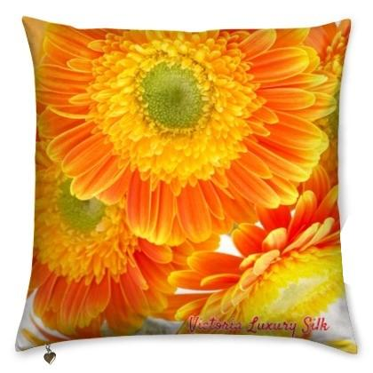 Pure silk pillow. Marguerite