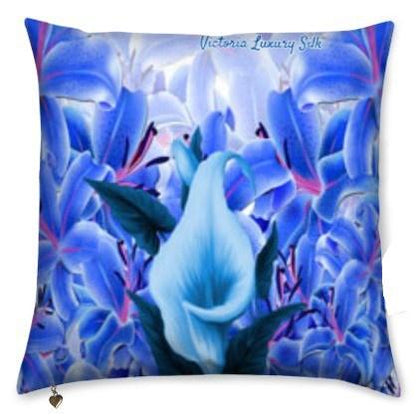 Pure silk pillow. La vie est belle