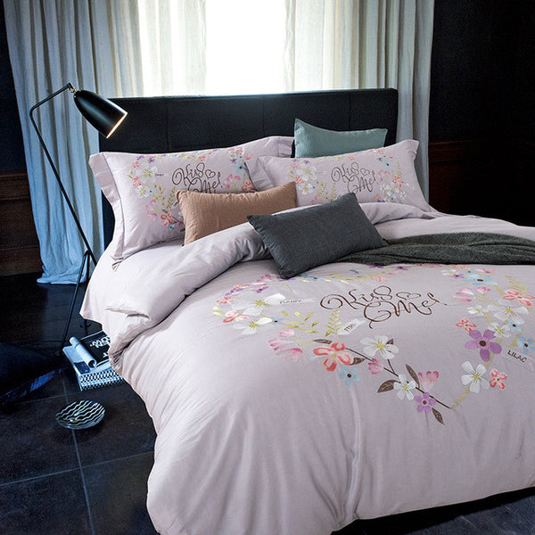 Embroidery Collection Bedding Set of 4