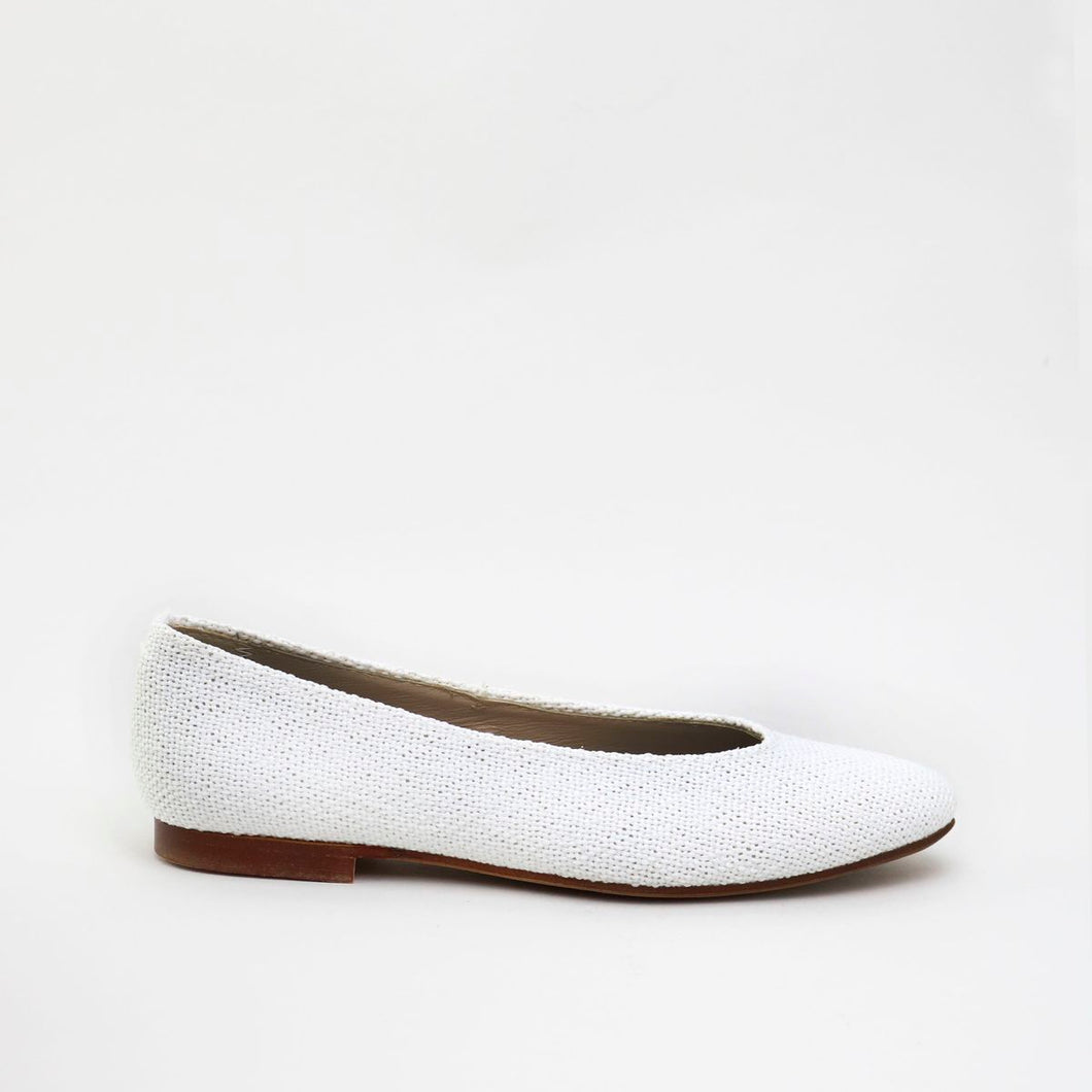 Papanatas White Linen Pointed Flat