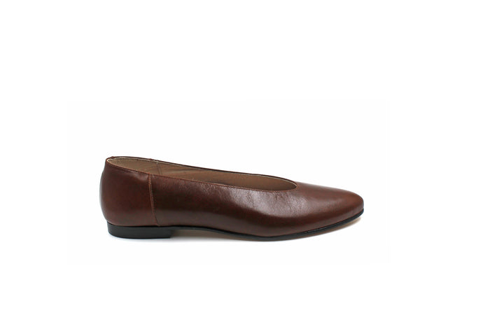 Hoo Brown Leather Pointed Flat