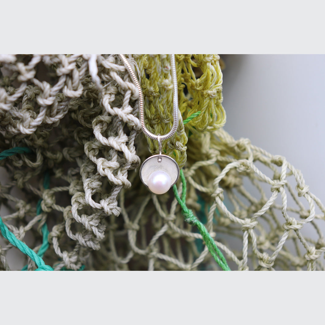 CAMDEN - BUTTON PEARL NECKLACE
