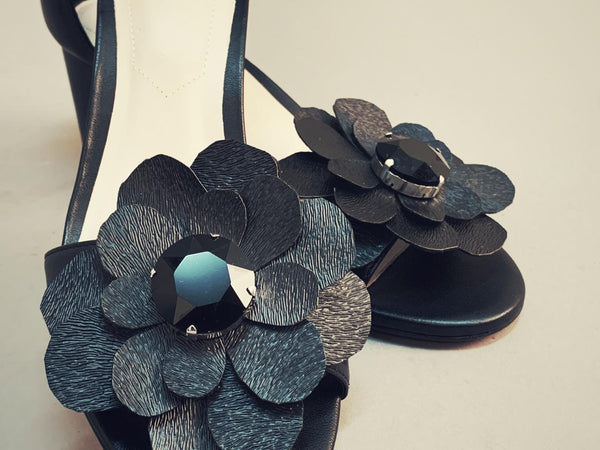 Sandals with handmade flowers