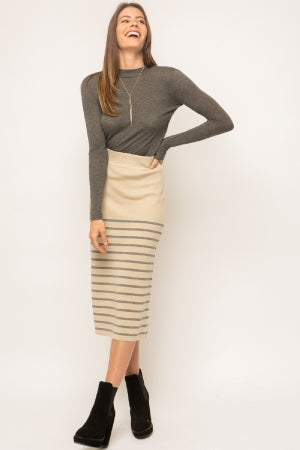 Back slit stripe midi sweater skirt