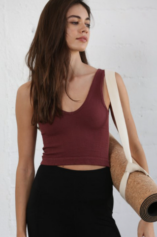 High quality seamless sleeveless V-neck top