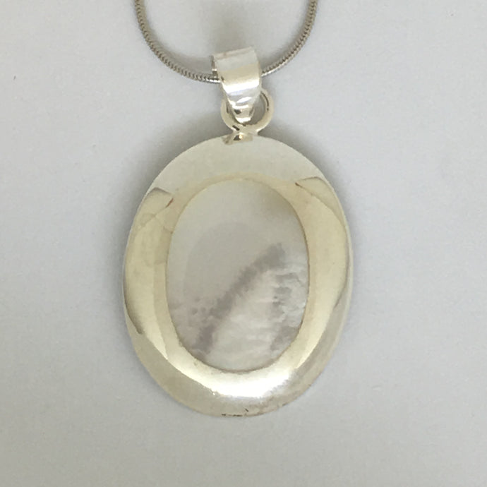 Silver Mother Of Pearl Necklace (Oval) - CuartoAstral