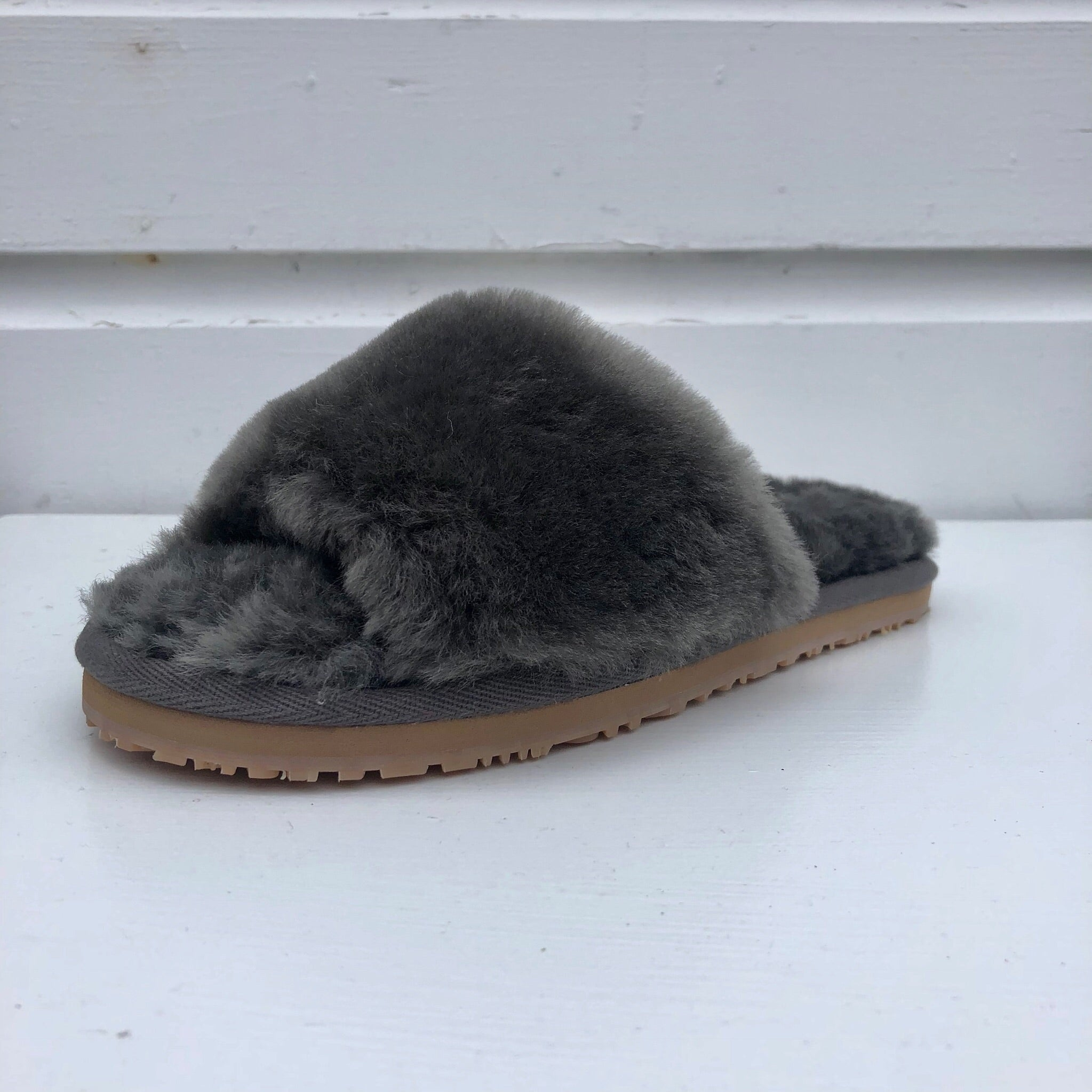Mou Slide Slippers