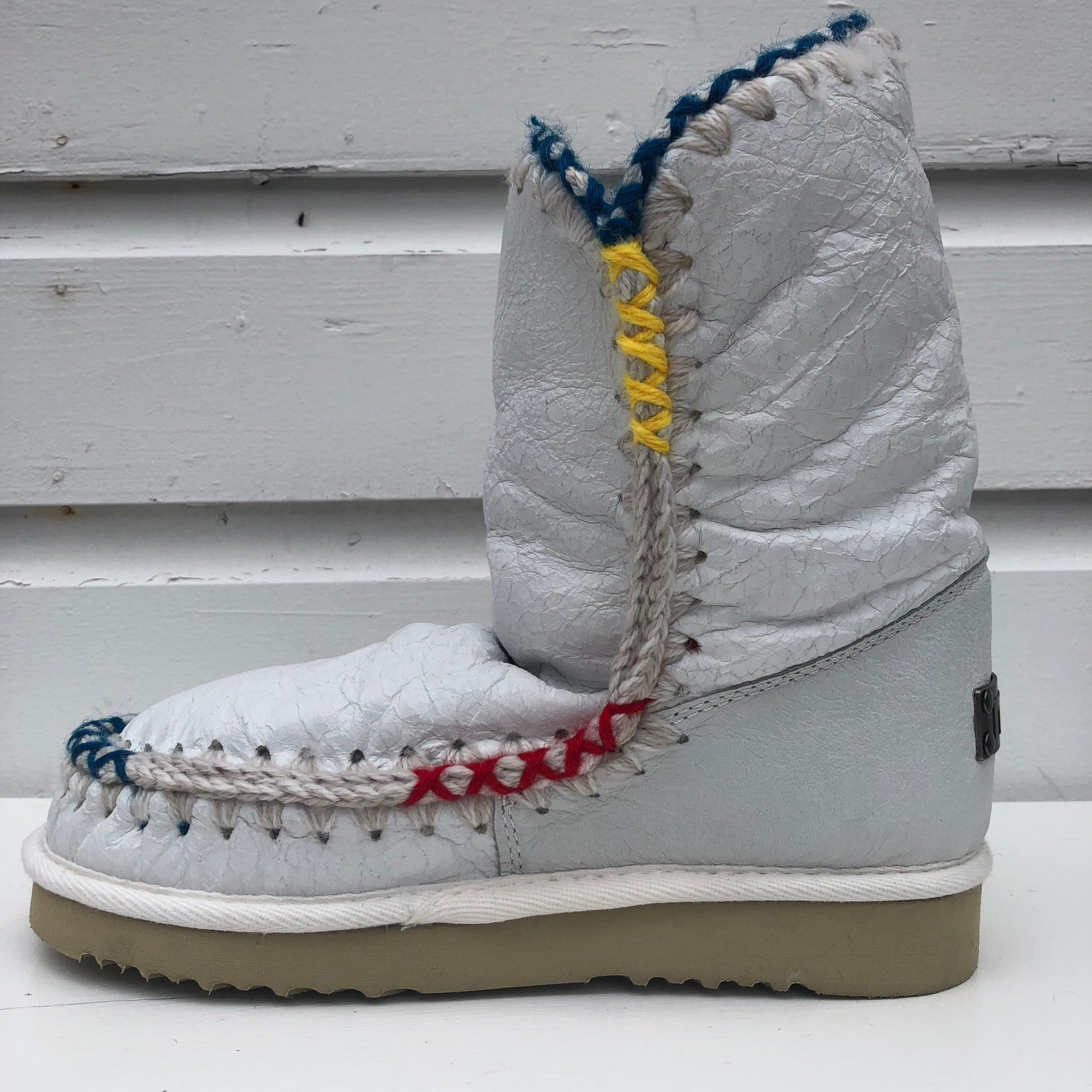 Mou Pop color overstitch lined boot