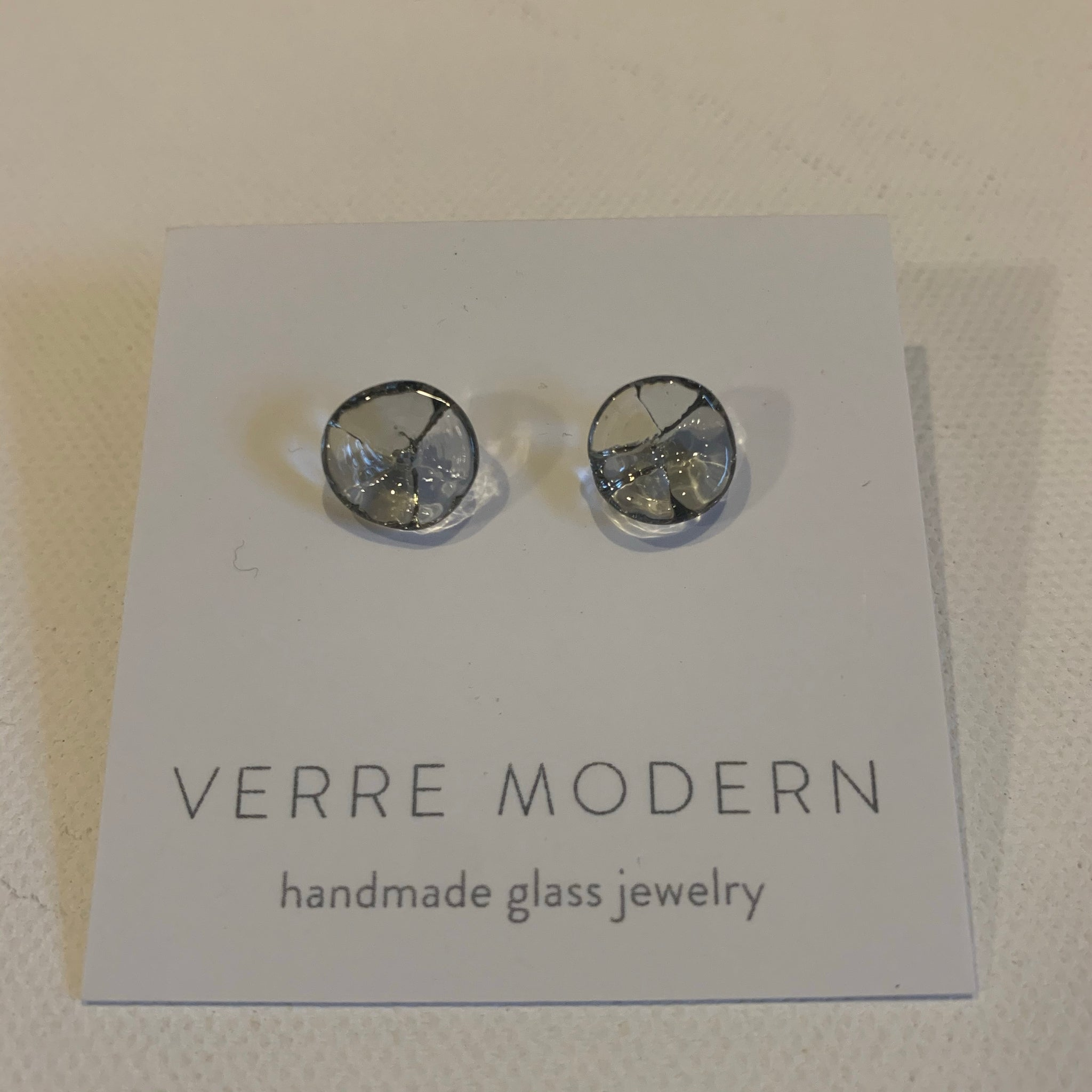 Verre Modern Kali flower earrings