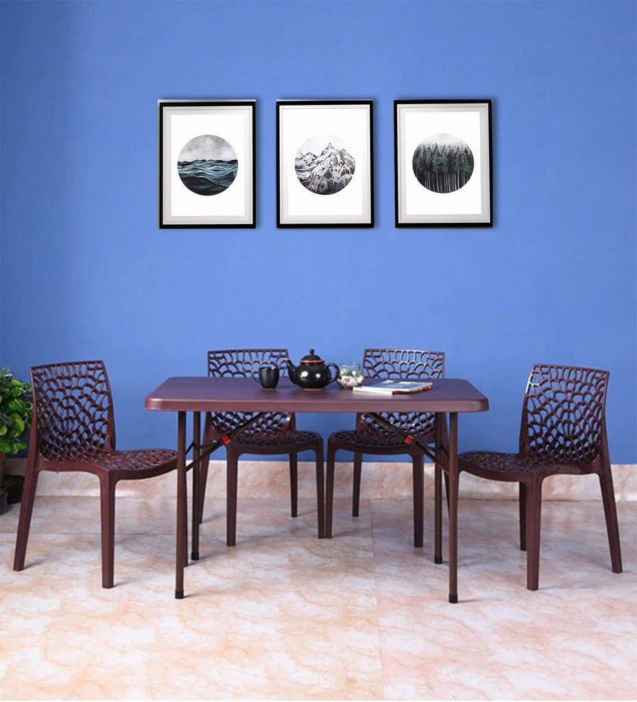 Supreme Swiss Table with 4 Choice Spider Chairs