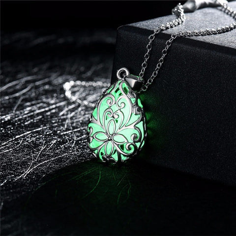 Gorgeous Glow In Dark Pendant Necklace