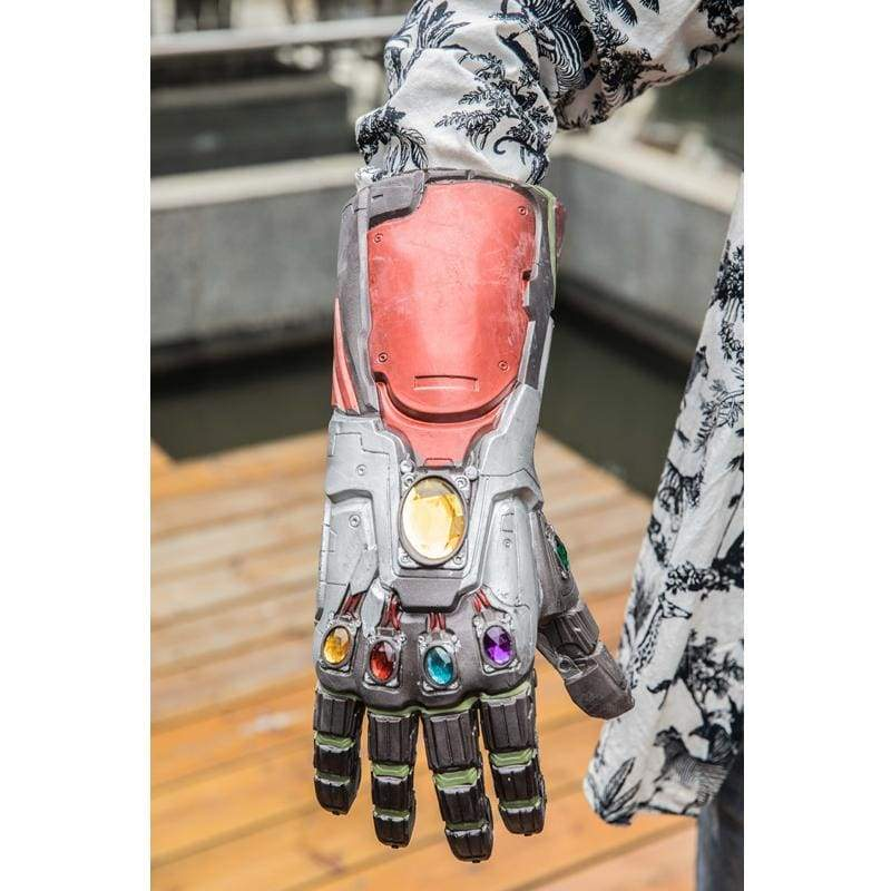 xcoser-de,XCOSER Avengers: Endgame Iron Man Infinity Gauntlet with LED Tony Stark Thanos Red Latex Gloves,Props
