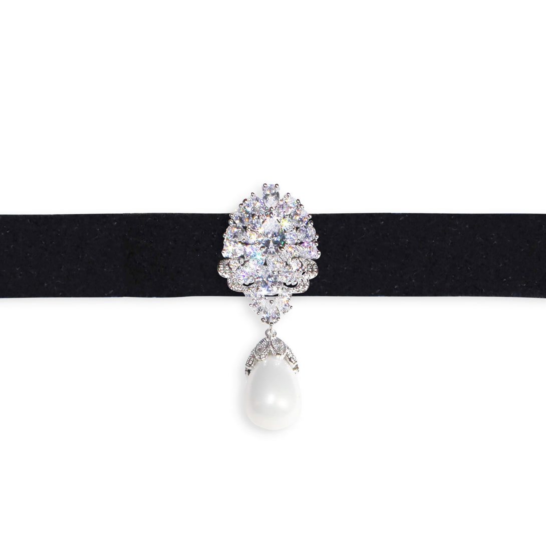Crystal Gemstone with a Pearl Choker