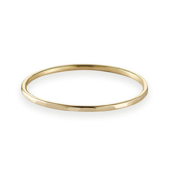 Fine Hammered Band in Yellow Gold