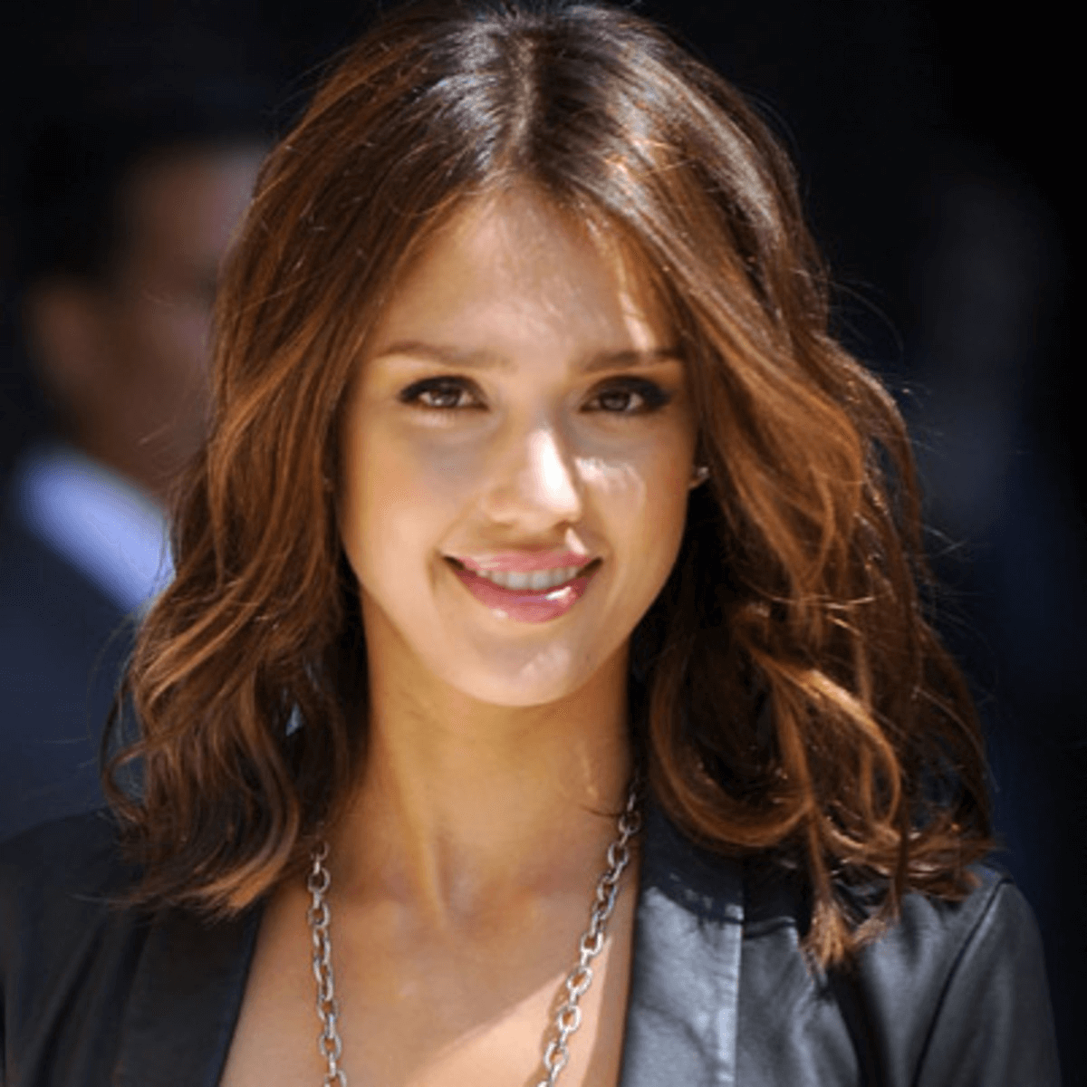 How to Get the Smokey Eye Look of Jessica Alba