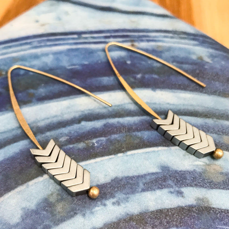 NATURAL STONE ARROW EARRING-SILVER STONE