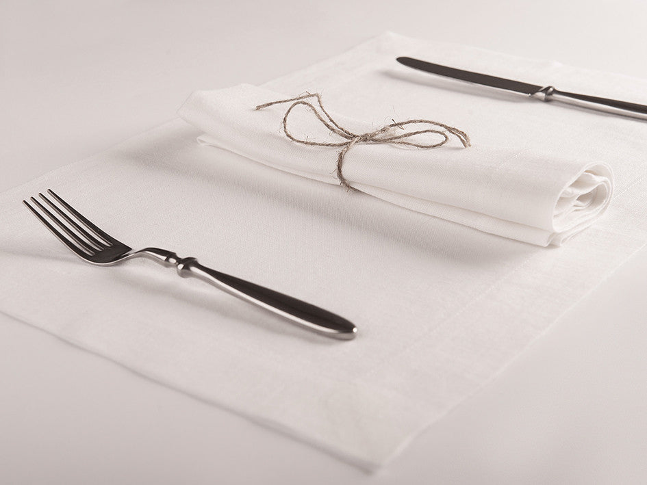 White linen napkin and placemat by Lovely Home Idea
