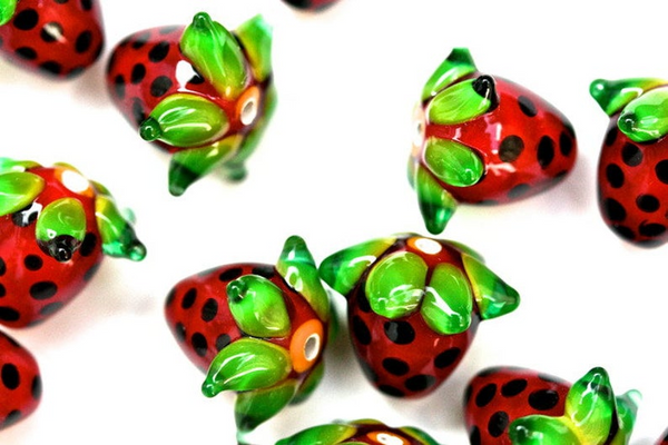 Strawberry glass bead for jewellery making
