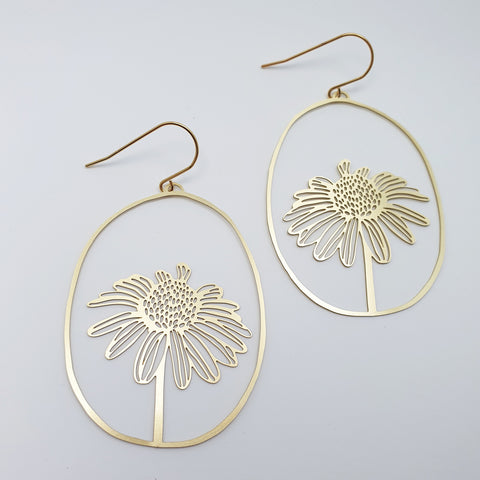 daisy dangles in gold