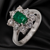 18CT EMERALD AND DIAMOND CLUSTER RING