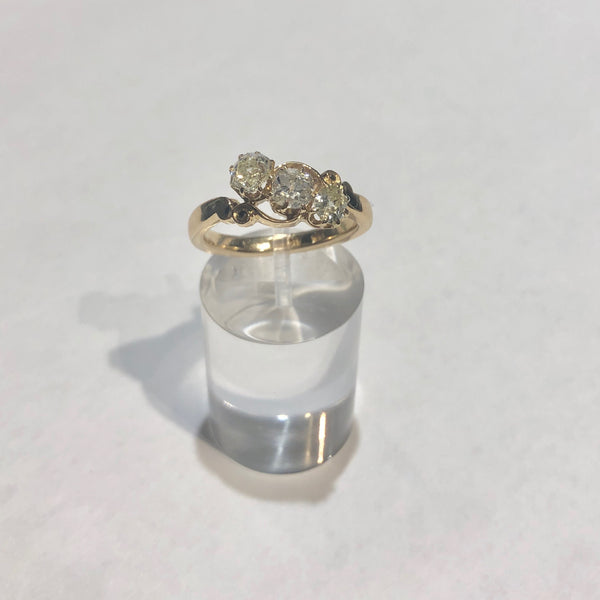 18CT YELLOW GOLD VICTORIAN 3 STONE DIAMOND RING