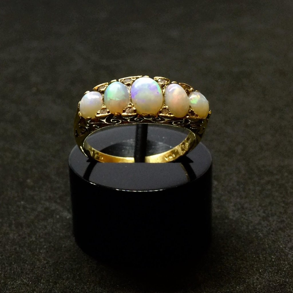 18CT YELLOW GOLD VICTORIAN OPAL RING