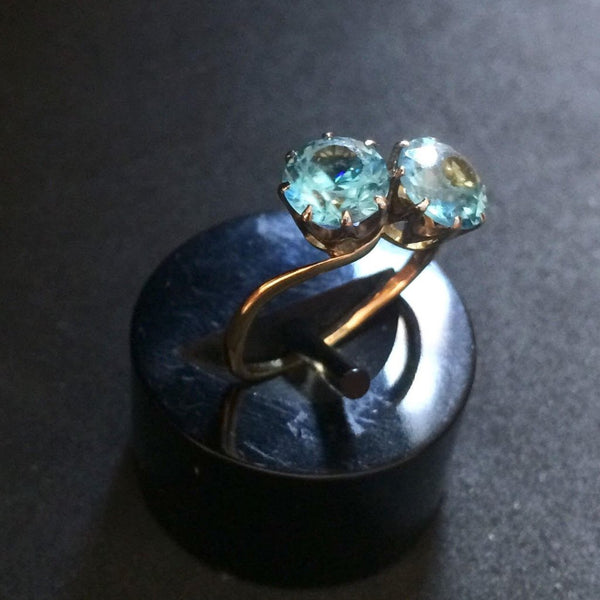 18CT YELLOW GOLD BLUE ZIRCON TWIST RING
