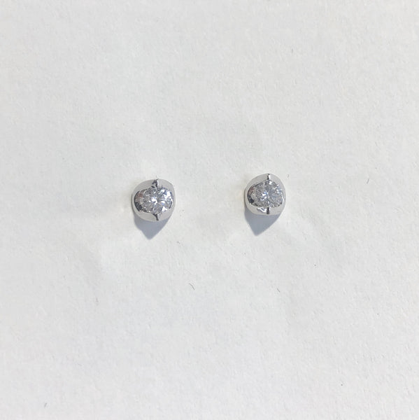 18CT WHITE GOLD ANGLED DIAMOND STUD EARRINGS