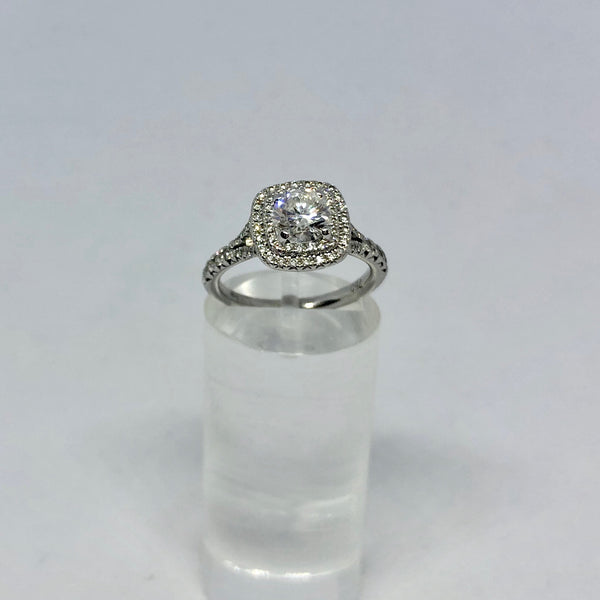 18CT WHITE GOLD CLUSTERED DIAMOND RING