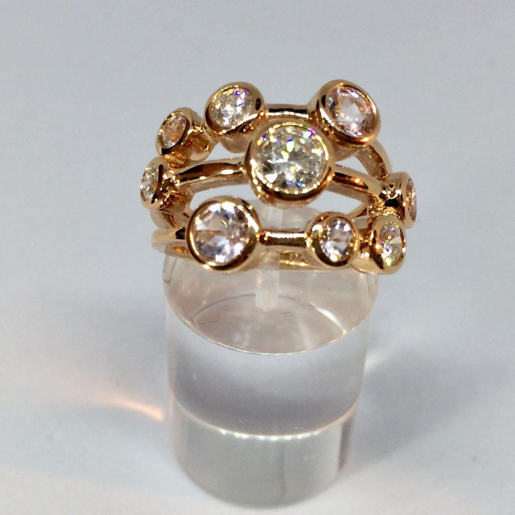 18CT ROSE GOLD SCATTERED MORGANITE AND DIAMOND RING